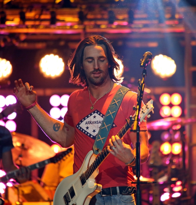 jake owen on stage